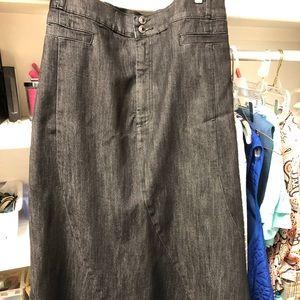 Size 30 (4x) Catherine's black denim skirt